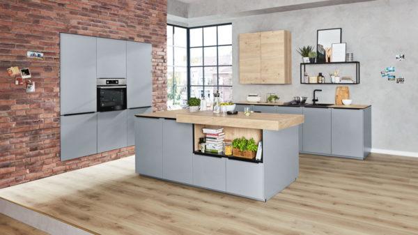 Interliving Küche Serie 3025 mit AEG Einbaugeräten