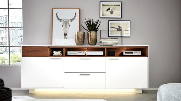 Interliving Wohnzimmer Serie 2102 – Sideboard 510266 mit Beleuchtung