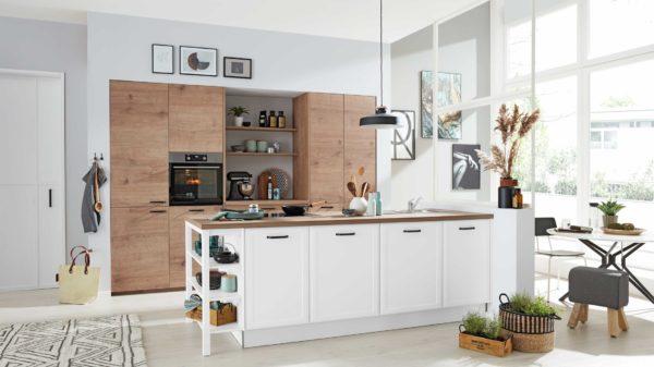 Interliving Küche Serie 3036 mit AEG-Einbaugeräten