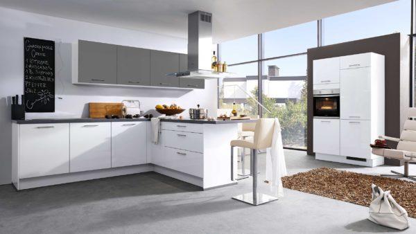 Culineo L-Küche mit privileg Einbaugeräten und Siemens Dunsthaube