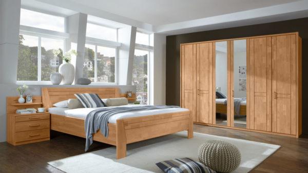 Komplettzimmer mit Kleiderschrank, Doppelbettgestell und Nachttischen